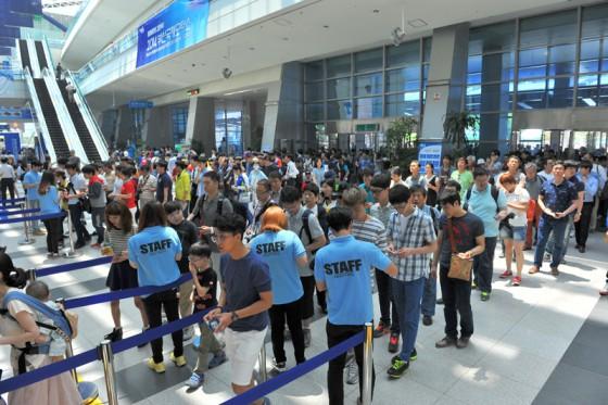 一般来場者を迎え、いよいよ釜山国際モーターショーの開幕だ