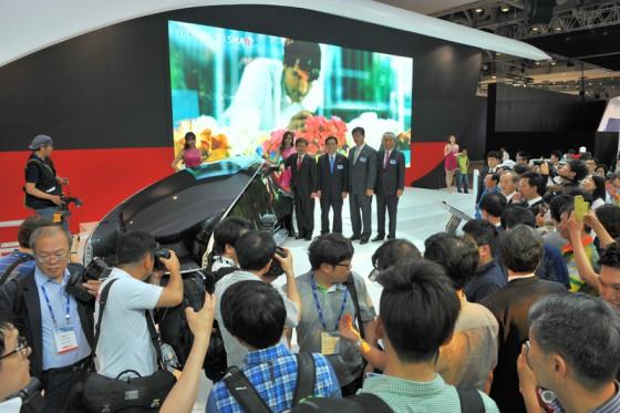 韓国自動車業界、行政のVIPが韓国トヨタブースを訪れた