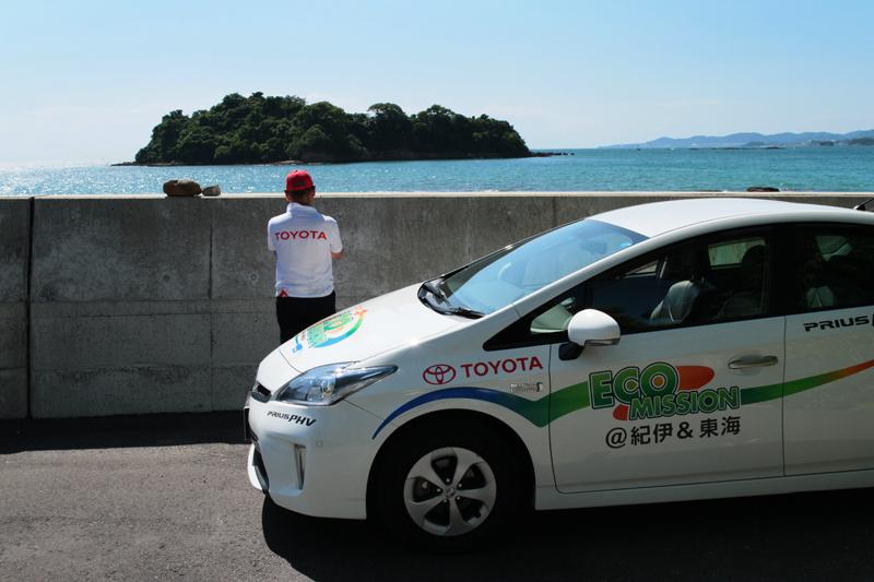 田辺湾に浮かぶ神島(かしま)は、特別な許可を得た研究者以外の立ち入りが禁じられている