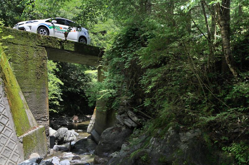 林道脇の渓谷は日本一の清流「宮川」の源流部。本当に美しい!