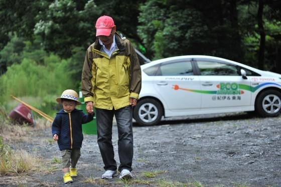 食事後、奥大井の大自然散歩を楽しむ。