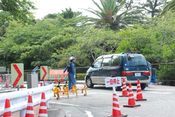 浜岡原発のエントランスは厳重な警備体制だ。