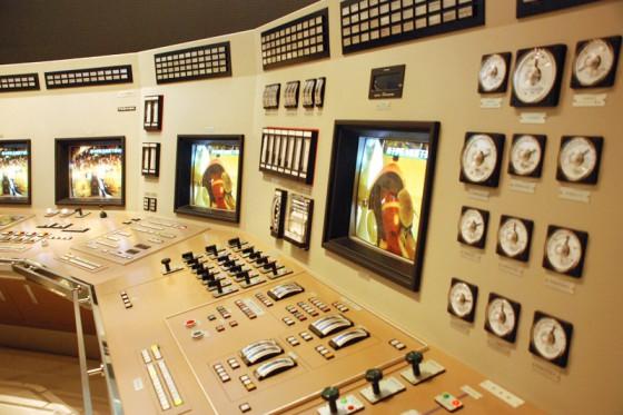 制御室の計器類も忠実に再現されている。