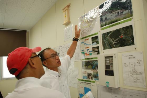 伊太発電所大井川改良区の鈴木さんに案内していただいた。