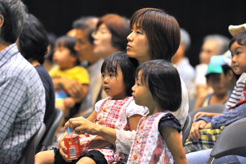 子供たちもお母さんも、世界中の話に夢中になってくれた。
