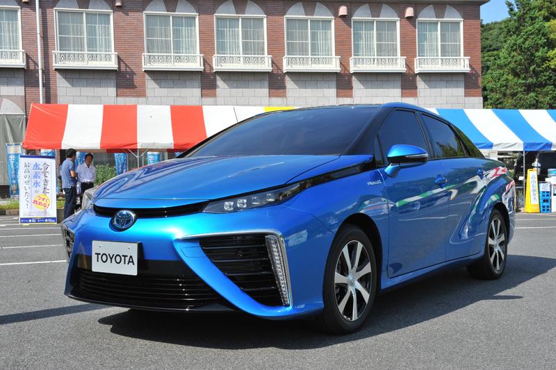 何と発売前のトヨタFCV(燃料電池自動車)が展示された。