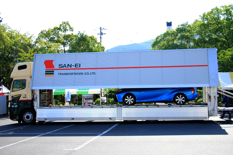 FCVは車搬専用トラックで帰っていった。