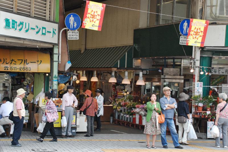 日本のアーケード街発祥の地「小倉魚町商店街」は現在も活況だ。