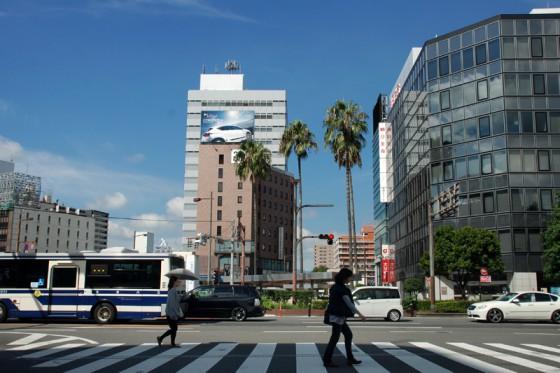 抜けるような青空が広がる大分駅前を出発。素晴らしいドライブになりそうだ。
