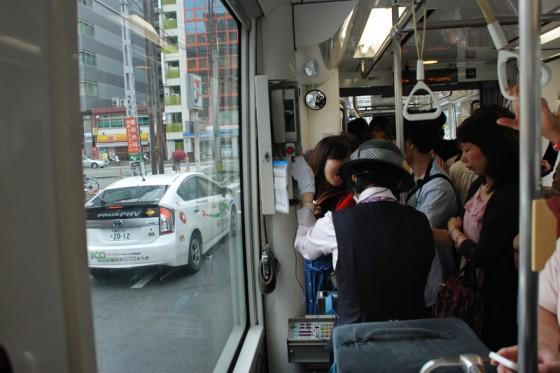 市民の足、熊本市電はどこまで乗っても150円の均一料金だ。