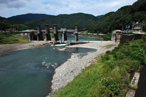 上流側から見た現在の荒瀬ダム。