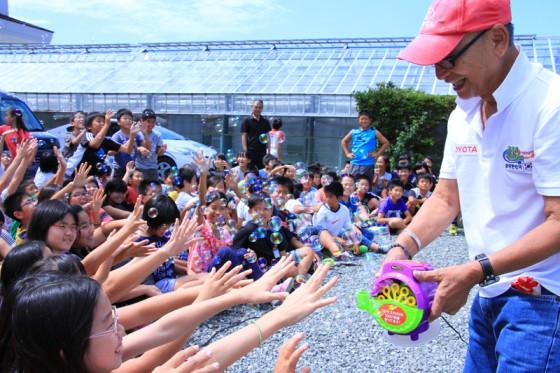 シャボン玉マシーンは大人気。