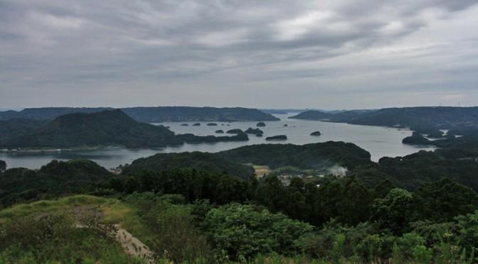 山頂からは伊万里湾はもちろん玄界灘を一望できる。