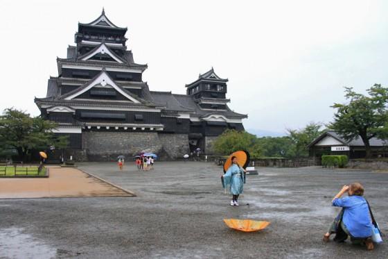 """江戸初期に加藤清正によって築城された熊本城。兵糧を兼ねて多くのイチョウが植えられていた事から、別名""""銀杏城""""とも呼ばれる。"""