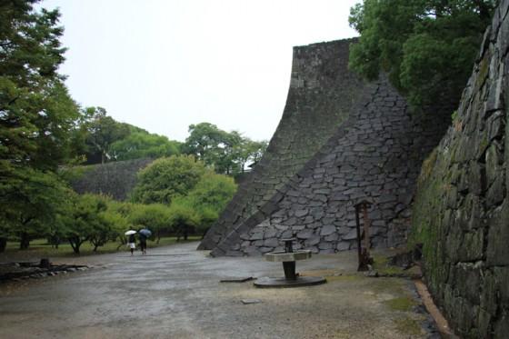 加藤清正は上流河川から田畑へ用水を引く灌漑、有明海・八代海の干拓など、多くの治水事業を行い、今もでも熊本県民の尊敬を集めている。