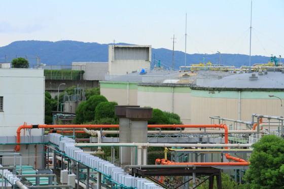 水分量を減らした汚泥を消化槽に送り、嫌気菌の酵素により分解、消化ガスを取り出す。