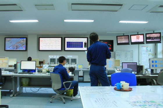 施設内のみならず管区内の下水量を監視・制御する管制室。