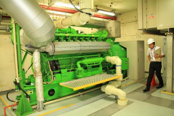 消化ガスを燃料にして稼働するエンジン。V型16気筒で出力500kw。