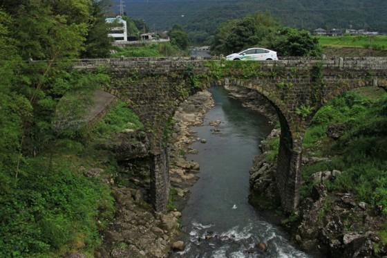 """恵良川は""""暴れ川""""。幾度の洪水にもびくともしないという鳥居橋。"""
