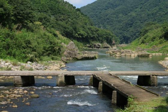 珍しいT型の沈下橋。
