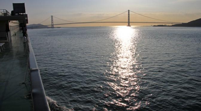 明石大橋が見えてきた。もうすぐこの旅もお仕舞い。