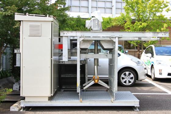 エントランスには試験運用された小水力発電機が展示されている。