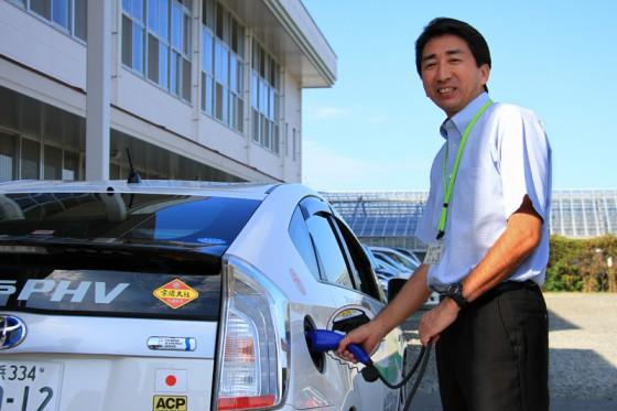 到着早々、教頭の牟田先生に充電をお願いした。