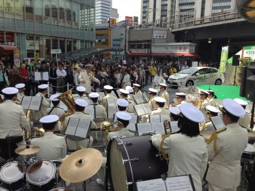 海上保安庁音楽隊の演奏。海保は主催者である国土交通省の外郭団体だそうです。