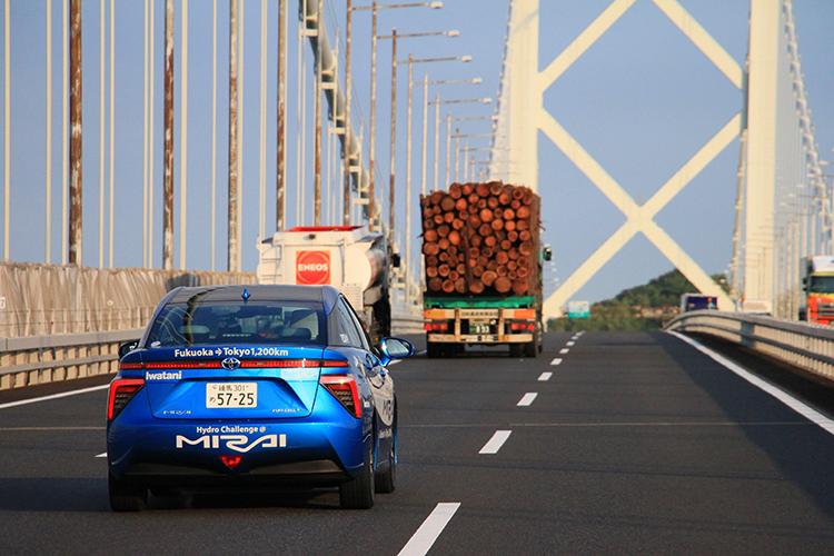 九州から関門橋で本州へ渡るMIRAI。