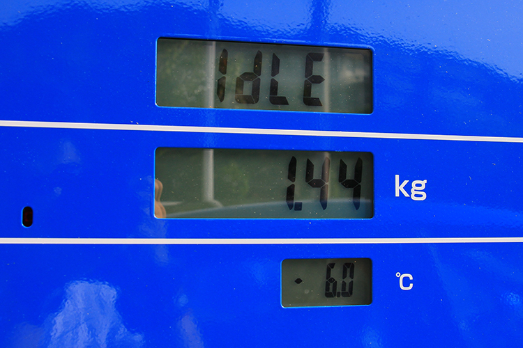 小倉〜周南までの141kmで使った水素は1.44kg。満タンに戻してチャレンジのスタート!