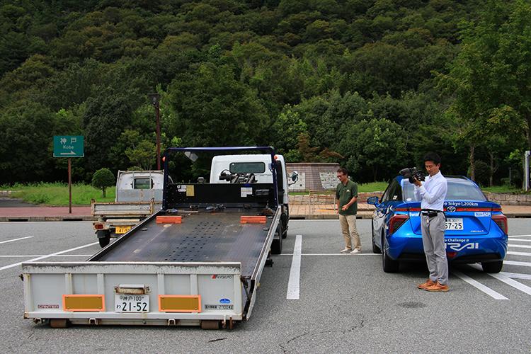 万一、尼崎に到着出来なかった事態に備えてローダーを並走させた。