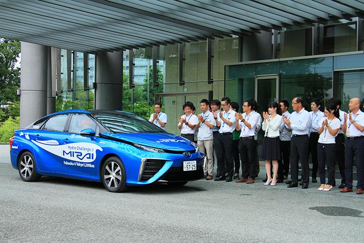 トヨタ本社に到着するとMIRAI開発スタッフが拍手で迎えるサプライズ